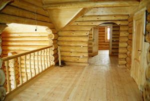 холл на втором этаже деревянного дома