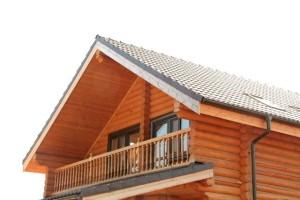 лоджия на втором этаже деревянного дома