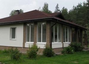 веранда с большими окнами