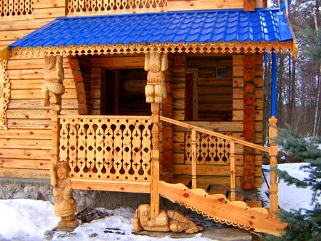 деревянная резьба на крыльце