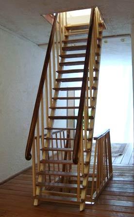 стационарная деревянная лестница
