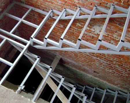 лестница из труб