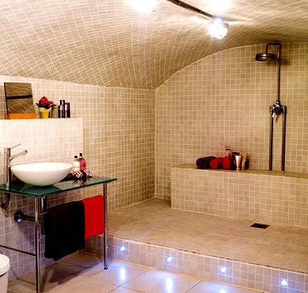 приподнятый пол в ванной