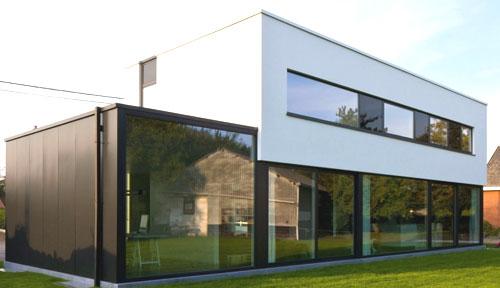 стильный двухэтажный коттедж