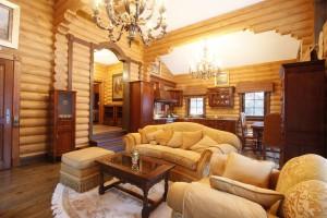 дизайн интерьера гостиной деревянного дома
