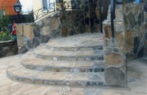 каменное крыльцо в доме