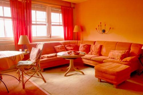 гостиная в оранжевых тонах