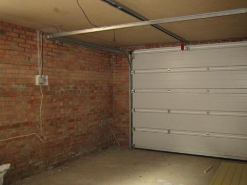 Пример встроенного гаража