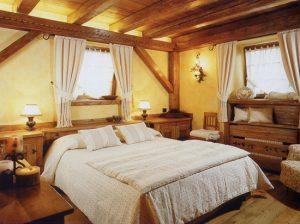 дизайн спальни из дерева в стиле кантри