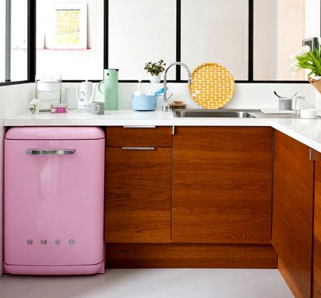 установка маленького холодильника
