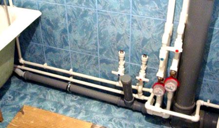 монтаж труб в ванной