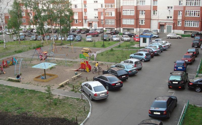 Парковка вблизи жилого дома