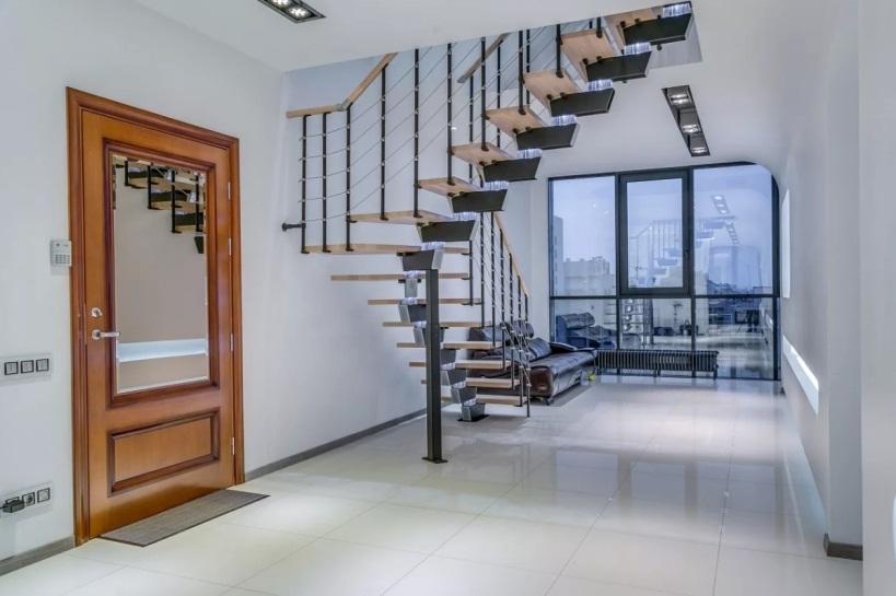 Лестница на второй этаж в квартире